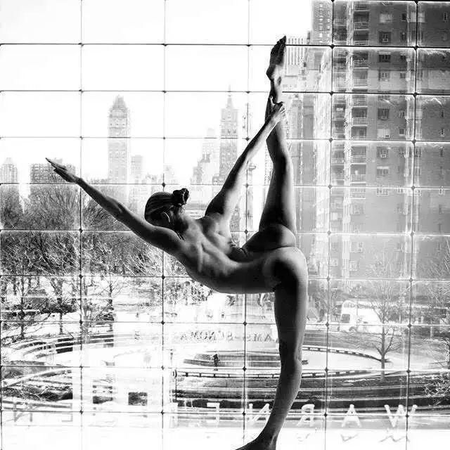 25岁女孩裸照瑜伽惊艳全世界,男人无不疯狂,女人无不惊叹!