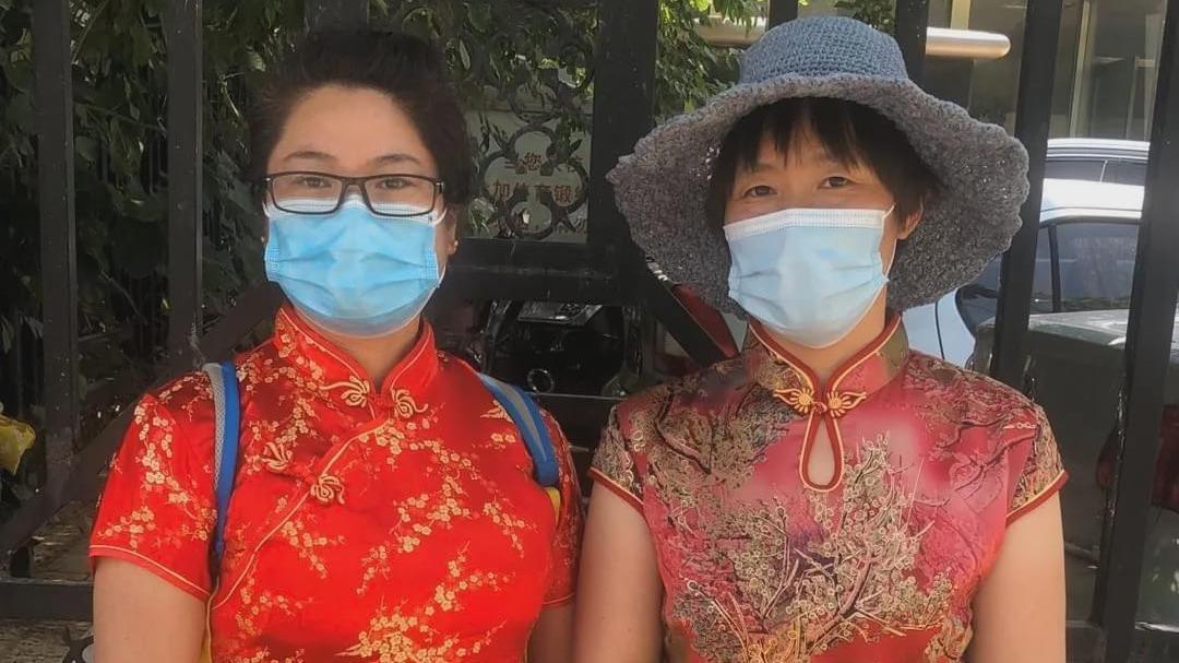 """疫情下的高考:京城放晴,妈妈团穿旗袍盼子女""""开门红"""""""