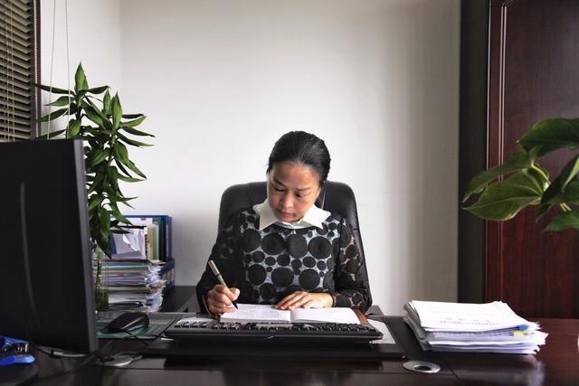 海珠|好党员邓敏:她以一腔热忱诠释共产党员的