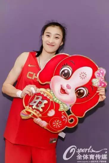 中国女篮手拿福字为您拜年 女神云集期待新年