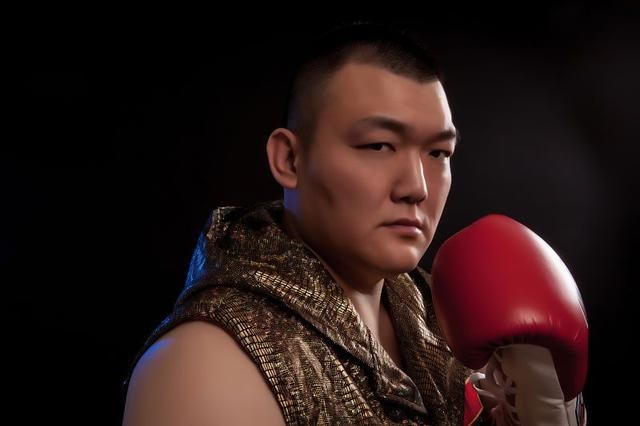 张君龙重拳无坚不摧改写拳坛历史,获国际权威认可扬威世界