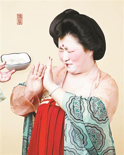 唐朝仕女吃汤圆组图走红 创作者是名汉服设计师! - 周公乐 - xinhua8848 的博客