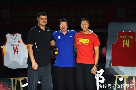 """中国""""小姚明""""横空出世:15岁身高2米16,已获篮球名宿指导"""
