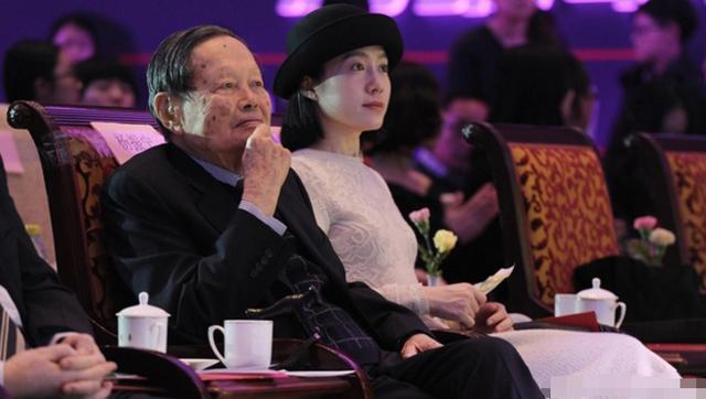 82岁的谢贤甩了33岁女友,这边杨振宁还在祈求多活五年seo - seo夏亚/上巴河 - 新鲜事湖北seo黄冈seo团风seo优化