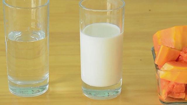 自制夏日冰饮 可口的木瓜撞奶
