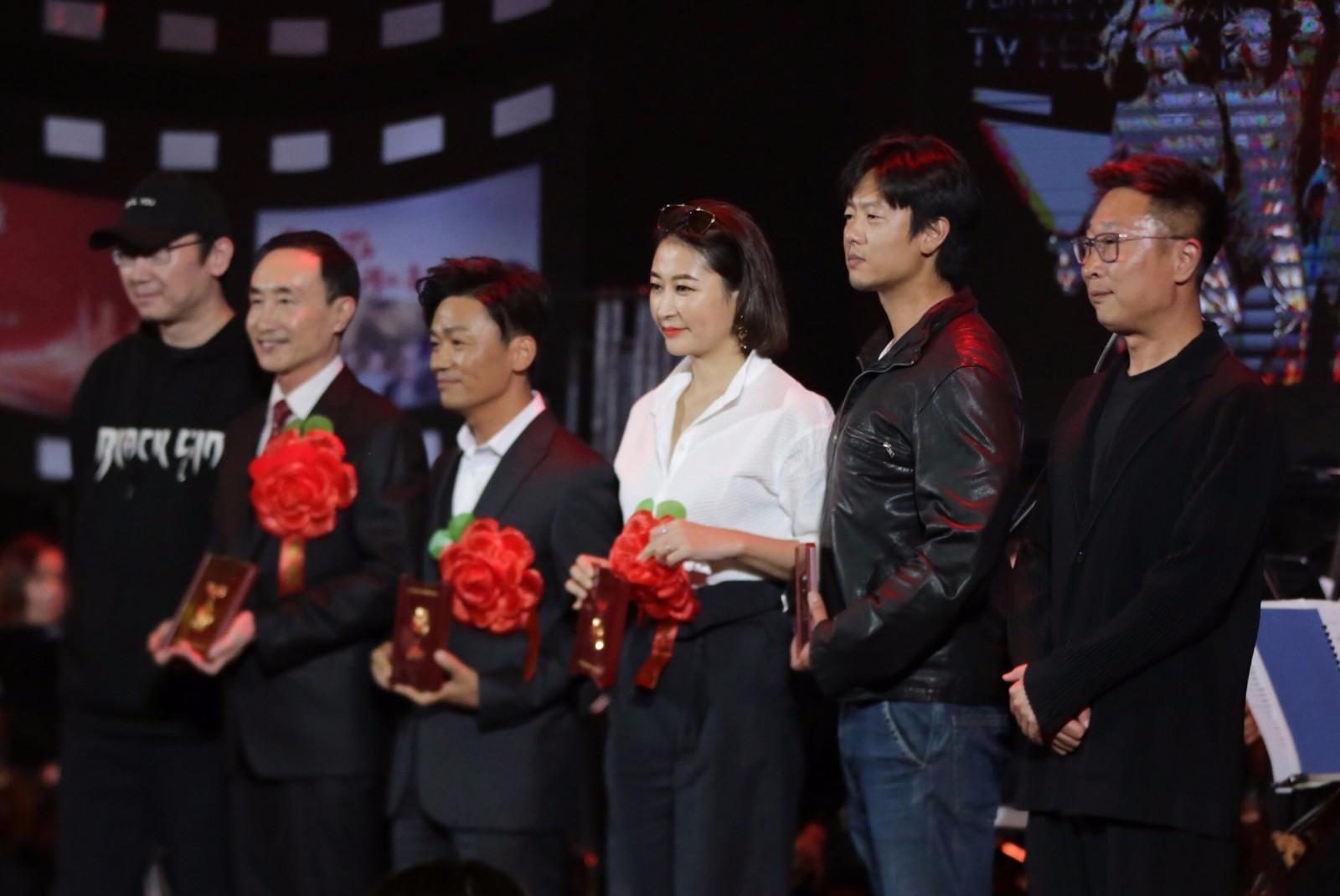 凌潇肃获中影突出贡献奖 不忘初心成就电影人