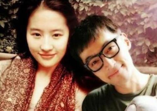 胡歌刘亦菲疑似公布恋情10年终成正果网友:大叔终于脱单了_凤凰