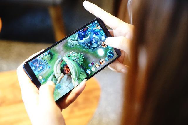 除了无限屏子弹短信,坚果Pro 2S相比坚果Pro2
