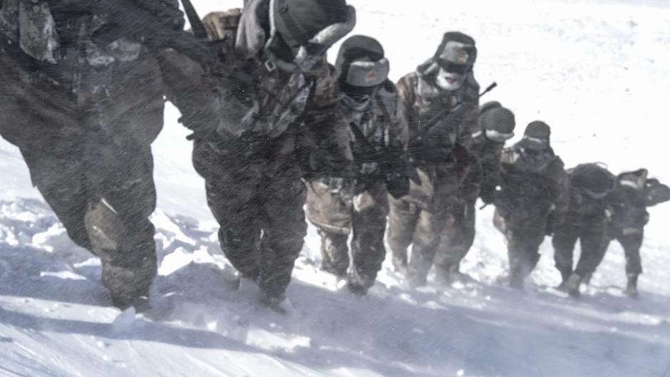 零下30度、海拔4800多米 驻西藏部队顶风冒雪巡逻边关