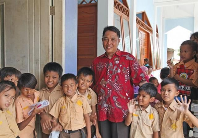 """不易!印尼""""最脏小学""""被垃圾场包围"""