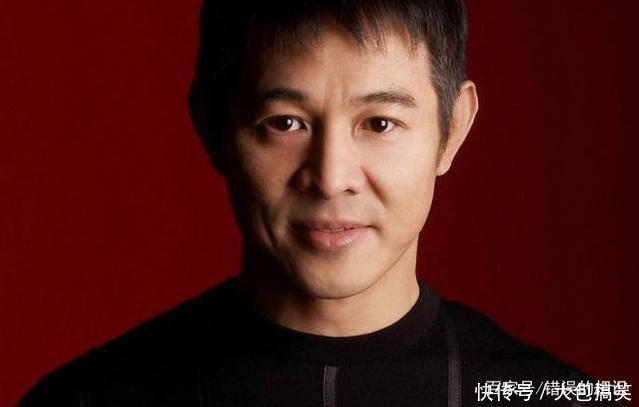 李连杰想捐100亿改回中国国籍,成龙大哥7个字
