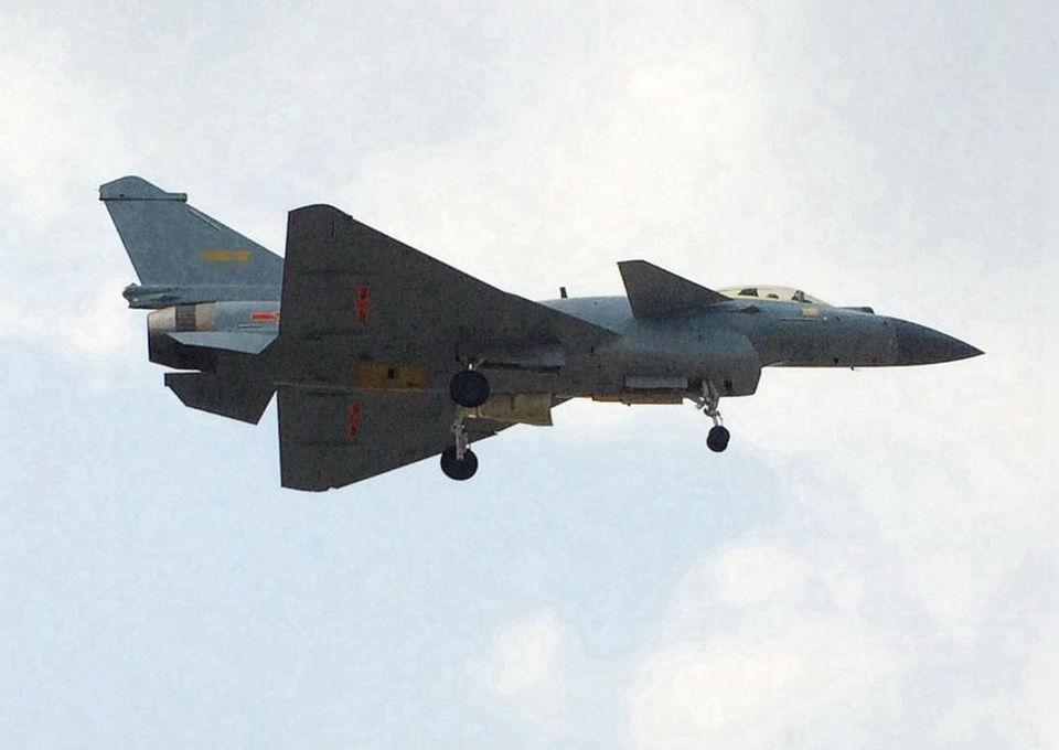 歼-10B战机换太行发动机 值得高兴