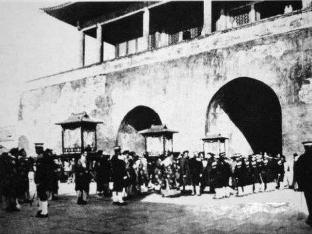 冯玉祥倒戈发动政变,向逐出故宫溥仪开了五个