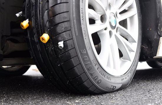 轮胎被扎进钉子了吗?聪明人都是这样做的!