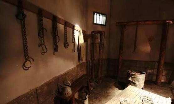 日军女特务被军统头子折磨, 最后被一套刑具征