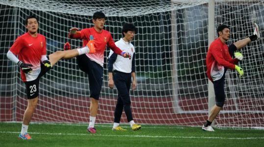 足球赛前无球热身训练方法