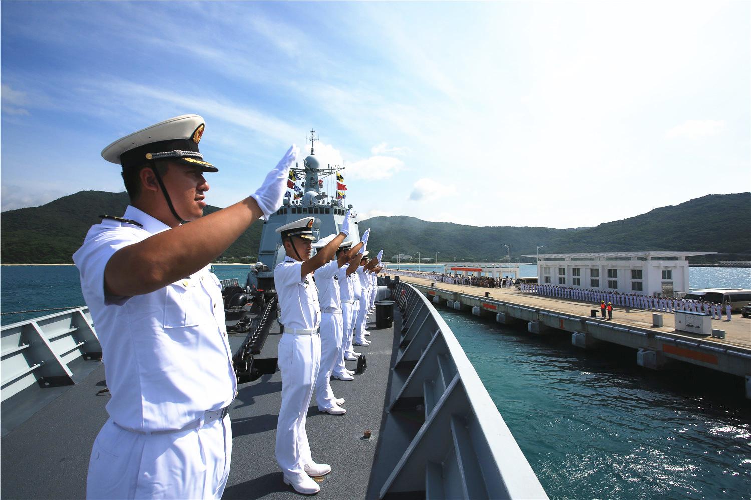 海军第二十七批护航编队从<strong>三亚</strong><strong>启航</strong>(图)